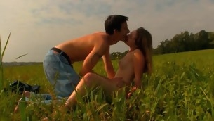 Legal Majority Teenager pair has decided to spend twilight fucking on the grass